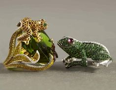 rose gold frog diamond ring | Frog jewelry! The ring (left) and broach (right) are gold, set with ...