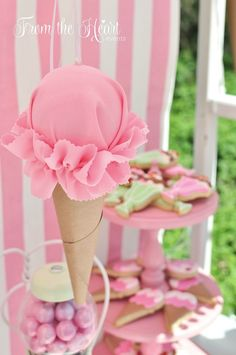 26 Sweet Ice Cream Party Ideas - Pretty My Party - Party Ideas - Tati Ki - 26 Sweet Ice Cream Party Ideas - Pretty My Party - Party Ideas Ice Cream Cone Party Decoration Ice Cream Theme, Diy Ice Cream, Ice Cream Parlor, Best Ice Cream, Ice Cream Cone Cake, First Birthday Parties, First Birthdays, Birthday Ideas, Creative Party Ideas