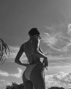 Beach Photography Poses, Beach Poses, Summer Photography, Lauren Johnson, Summer Vibe, Shotting Photo, Photographie Portrait Inspiration, Lake Pictures, Bikini Poses