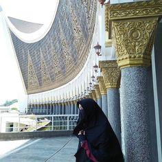 Perasaan mampu atau tidak mampu seringkali hanya dibatasi oleh selembar kemauan. . . . #Lensa #Muslimah Dari Sudut Yang Indah .  Like  Share and Tag 5 Sahabat Muslimahmu .  Follow  @LensaMuslimahID  Follow  @LensaMuslimahID  Follow  @LensaMuslimahID  . Join Us @MuslimahIndonesiaID   Karena Muslimah #Sholehah Itu Istimewa by @meri_amelia13 .  #duniajilbab #wanitasaleha #beraniberhijrah #tausiyahcinta #sahabattaat #sahabatmuslimah #Hijab #Jilbab #Khimar #KaumHawa #MuslimahTraveller #NiqobSquad…