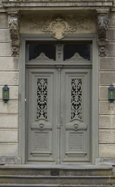 Beautiful old doors Grey Doors, Old Doors, Windows And Doors, Porches, Portal, Door Knockers, Door Knob, Shutter Doors, Unique Doors