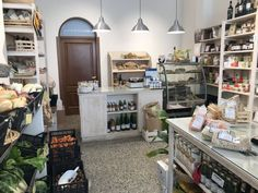 """""""Un Ramerino"""" in Florence is entirely macrobiotic and Italian-sourced. Their range of specialty foods is amazing & here you'll mostly find locals shopping! Bakery Display, Tiny Shop, Organic Fruits And Vegetables, Organic Wine, Specialty Foods, Vegan Pizza, Sweet Bread, Tuscany, Florence"""