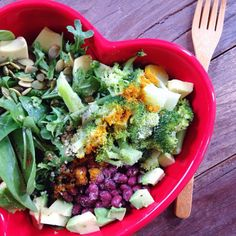 love for lunch: buddha bowl with organic greens • beans • cooked veggies and/or grains • avocado • tahini • sauerkraut • nuts/seeds • S+P • spices • simple dressing of EVOO, ACV, lemon juice | www.sashayogawellness.com | #heartbowl #sashayogawellness #eatpurely