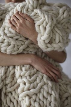 Big, chunky, huggable knit! http://grosgrainfabulous.blogspot.com/2012/09/chunky-knit-blanket-how-to-yarn-sources.html