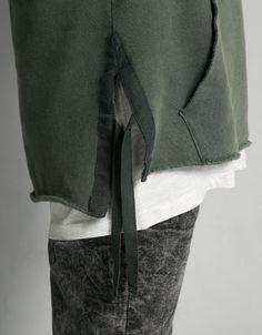 Suéter capuz detalhe tiras em baixo e texto - Suéteres - Bershka Portugal