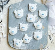 Polar Bear Peppermint Creams ~ no-bake Christmas or winter treats Christmas Hamper, Christmas Treats, Christmas Biscuits, Christmas Desserts, Holiday Treats, Xmas Food, Christmas Cooking, Chocolate Sweets, Hot Chocolate