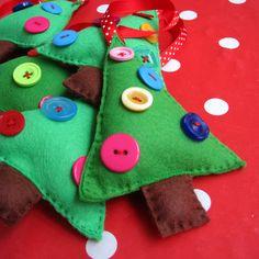 My Felt Christmas Decorations multicoloured buttons Cute Christmas Tree, Felt Christmas Decorations, Christmas Ornaments To Make, Christmas Sewing, Christmas Makes, Felt Crafts, Christmas Stockings, Christmas Crafts, Christmas Ideas