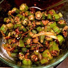 Do Pyaza (Okra & Onion Curry) Quick and easy Indian okra recipe!Quick and easy Indian okra recipe! Indian Okra Recipes, Veg Recipes, Curry Recipes, Side Dish Recipes, Asian Recipes, Cooking Recipes, Healthy Recipes, Indian Vegetable Recipes, Frozen Okra Recipes