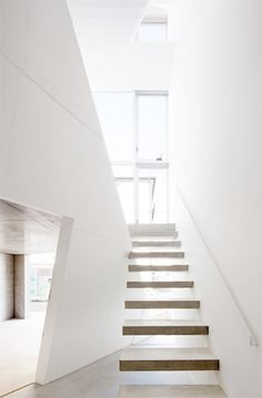 white interiors / floating stairs