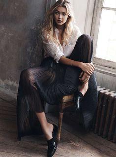 Un rayo de luz: la top Gigi Hadid en el número de abril de Vogue España © Fotógrafo: Benny Horne / Realización: Sara Fernández