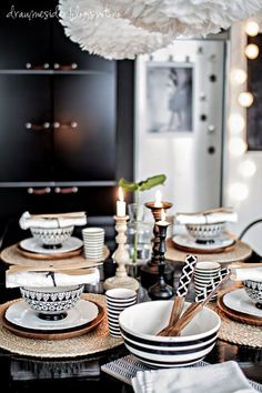 kuchen tisch Draumesidene: Welcome to the kitchentable! Dinning Table, Dining Set, Table Setting Inspiration, Table Manners, Ikea Curtains, Dinner Sets, Deco Table, Dinnerware Sets, Scandinavian Home