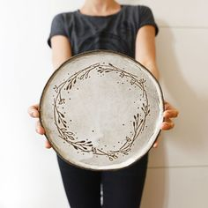 This amazing pottery glazes is genuinely a noteworthy style approach. This amazing pottery glazes is genuinely a noteworthy style approach. Hand Built Pottery, Slab Pottery, Ceramic Pottery, Ceramic Clay, Ceramic Plates, Decorative Plates, Pottery Painting, Ceramic Painting, Pottery Courses