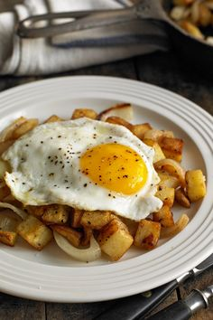 NYT Cooking: This potato and onion hash is hearty and no-nonsense substantial comfort food at its simple best. Although I tend to cook it just for myself at home I bet if you gave it to a tableful of people when they came round for supper they would be Potato And Egg Breakfast, Paleo Breakfast, Breakfast Dishes, Breakfast Time, Breakfast Recipes, Egg Recipes, Potato Recipes, Cooking Recipes, Light Recipes