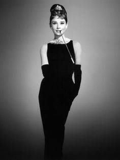 Inimitable, elegant and the classic embodiment of Old Hollywood style, Audrey Hepburn was one of the greatest fashion icons of the century.Hepburn died 23 years ago today on 20 January - le. Vestido Audrey Hepburn, Audrey Hepburn Mode, Audrey Hepburn Breakfast At Tiffanys, Audrey Hepburn Black Dress, Audrey Hepburn Givenchy, Audrey Hepburn Fashion, Tiffany Breakfast, Audrey Hepburn Poster, Classic Hollywood