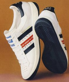 Classic Adidas Wimbledon - one of the finest tennis shoes adidas has ever released - I had a pair of these beauties in my youth! Vintage Sneakers, Mens Fashion Shoes, Sneakers Fashion, Adidas Retro, Sergio Tacchini, Moda Formal, Running Shoes For Men, Running Sneakers, Mens Running