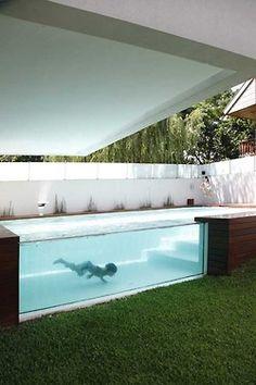Moderner garten mit sichtschutzpaneele aus holz und - Gartengestaltungsideen mit pool ...