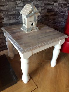 Legs are painted in Annie Sloan old white. The top was whitewashed with grey dry brushing to create a beautiful beachy driftwood type finish
