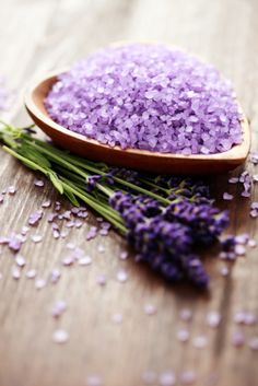 How To Make Natural Bath Products With Healing Herbs - Lavender Bath Salts Homemade Beauty, Diy Beauty, Beauty Hacks, Color Lavanda, Lavender Bath Salts, Lavender Scent, Healing Herbs, Beauty Recipe, Natural Health