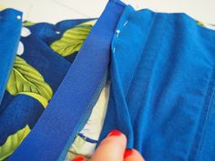 Craftsy - Garment Sewing 101: Tips for Sewing Better Linings : convert darts to pleats + add a zipper guard