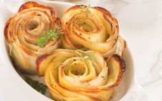 Perfect crispy edges, well-baked potatoes with Italian seasoning — you can't go wrong with these baked potato roses. Healthy Appetizers, Healthy Dinner Recipes, Vegetarian Recipes, Potato Sides, Potato Side Dishes, Rose Potato, Gourmet Recipes, Cooking Recipes, Dishes Recipes
