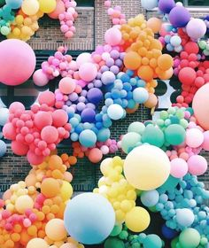 a rainbow of balloons! a rainbow of balloons! Balloon Installation, Rainbow Aesthetic, Festa Party, Color Stories, Balloon Decorations, Balloon Display, Balloon Wall, Balloon Garland, Rainbow Colors