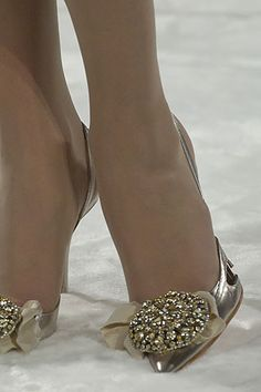 Google Image Result for http://www.style.com/slideshows/fashionshows/F2005CTR/CLACROIX/DETAILS/00170m.jpg