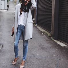 Outfit Style – Casual street style outfits for young guys Our Most Favourite Look – Light Blue Jeans + White Crew Neck T-shirt + Black Bomber Jacket Plaid Fashion, Look Fashion, High Fashion, Womens Fashion, Fashion Pics, Unique Fashion, Fashion Photo, Street Fashion, Fashion Outfits