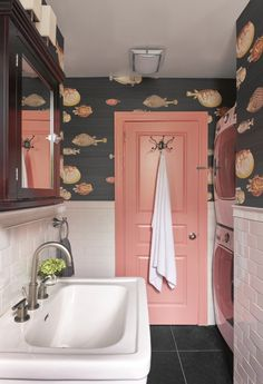 Interior Design Ideas Brooklyn Willis Design Associates Park Slope is part of Powder room wallpaper - Colorful Interior Design, Bathroom Interior Design, Interior Design Magazine, Colorful Interiors, Interior Design Wallpaper, Interior Door, Designer Wallpaper, Colourful Home, Interior Design Themes