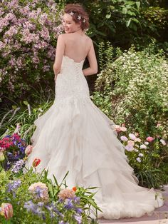 Romantic and alluring, this tulle and Chic organza fit-and-flare features a tiered skirt and sweetheart neckline. #RebeccaIngram @maggiesottero