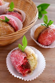 Pesche dolci di zia Lina - Mammachechef Cookie Desserts, Dessert Recipes, I Love Food, Good Food, Peach Cookies, Healthy Cooking, Finger Foods, Italian Recipes, Baked Goods