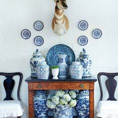 Blue and white #collectwhatyoulove #collections #blueandwhite #chinoiserie #bluehues #vignette #styling #interiors #interiorstyling #bluepottery #thingsilove  photo from Pinterest Interior Design:@stephanielyntonhome #stephanielyntonhome @birminghamhomeandgarden photo credit:@jallsopp