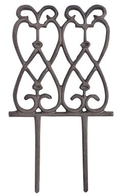 Cast Iron Decorative Garden Edge   Each Section Of Edging Measures 6 3/4  Inch