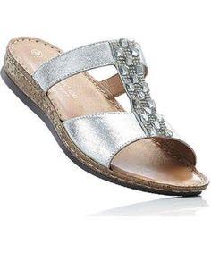 Cauți o pereche de slippers cu toc ortopedic sau platformă? Pe GLAMI e ușor să îți completezi outfit-ul cu articole la modă. În plus, nu vei rata nicio ofertă sau reduceri! Birkenstock, Tommy Hilfiger, Espadrilles, Slippers, Adidas, Nike, Sandals, Outfit, Womens Fashion