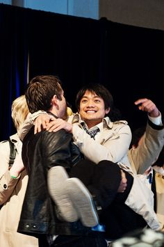 Misha carrying Osric to the stage for the Castiel costume contest,. Anyone would have that face if Misha were carrying them. Supernatural Convention, Supernatural Tv Show, Kevin Tran, Osric Chau, Cw Series, Winchester Boys, Costume Contest, Misha Collins, Destiel