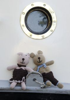 Teddy bears girl and boy