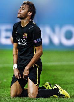 Yes I like football. Neymar Brazil, Neymar Pic, Good Soccer Players, Sport Football, Fc Barcelona, Nicki Minaj, Sport Cars, Messi, Role Models