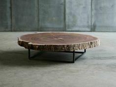 Baumstamm tisch mit metallgestell