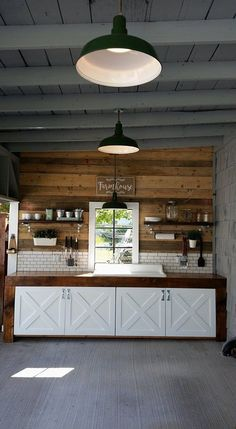 My Mom and Dad's modern farmhouse outdoor kitchen turned out so amazing! I love … My Mom and Dad's modern farmhouse outdoor kitchen turned out so amazing! I love the reclaimed wood wall! Farmhouse Kitchen Tables, Modern Farmhouse, Farmhouse Ideas, Farmhouse Outdoor Furniture, Farmhouse Style, Outdoor Kitchen Countertops, Farmhouse Interior, Farmhouse Design, Farmhouse Decor