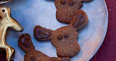 Zum Reinbeißen süß: Die Nugatmasse kommt in den Mürbeteig, aber auch als leckere Verzierung auf die Pätzchen.