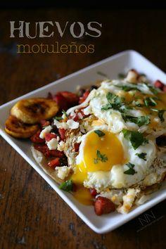 Huevos Motuleños by