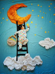 Uma das coisas que a grande maioria dos pais adora fazer é observar o filho(a) dormindo, seja por preocupação (pais de primeira viagem), contemplação (quem nunca tentou imaginar o que o bebê está sonhando quando ele dá um lindo sorriso involuntário durante o sono?) ou alívio (afinal, o sono dos bebês é sinônimo de tempo para conseguir ...