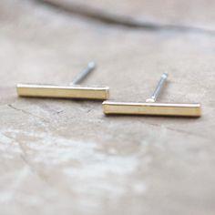 Less is more! Kenmerkend voor de trend van dit moment: simpele oorbellen! We komen ze tegen in verschillende varianten, zoals deze razend populaire 'bar' variant. Gespot bij menig blogger en celebrity en een echte musthave in jouw sieradencollectie. €2.48