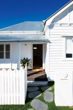 This restored worker's cottage in Brisbane's heart proves there's plenty to gain by honouring the past. With an internal redesign, clever window magic and a palette that focuses on improving light and space, the home has received a modern reinvention. Exterior Colors, Exterior Design, Home Renovation, Home Remodeling, Brisbane, Décor Antique, Queenslander, Australian Homes, House Goals
