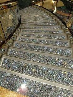 Swarovski Crystal Staircases on the MSC Fantasia. GASP and SWOON! I can soooooo see me sashaying down this sparkling staircase! I GOTTA have this! Boujee Aesthetic, Aesthetic Pictures, Luxury Life, Luxury Homes, Luxury Living, Luxury Cars, Stairway To Heaven, House Goals, Dream Rooms