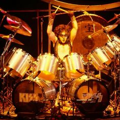 Eric Carr, Kiss Pictures, Best Rock Bands, Hot Band, Creatures Of The Night, Fake Photo, Opening Night, Glam Rock, Drums