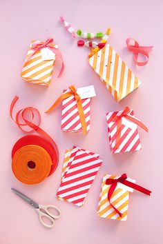 Packaging Candy Favors: 3 Ways (Oh Happy Day! Candy Favors, Candy Gifts, Creative Gift Wrapping, Creative Gifts, Chevron, Pretty Packaging, Colorful Party, Christmas Gift Wrapping, Craft Party