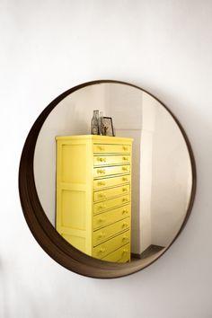 Gelber Schrank mit vielen Schubladen.  / / / / / casapolpo.com (Ferienwohnung) CASA POLPO appartamento #italien #apulien #monopoli #puglia #italia #urlaub #ferienwohnung #casapolpo #interior