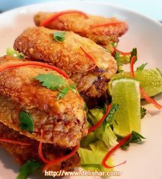 These Tom Yum Chicken Wings cannot be any easier, and the best part is that they are baked and not deep fried! They cook and crisp up in their own fat, and the Chicken Gyros, Tandoori Chicken, Chicken Wings, Crispy Chicken, Fried Chicken, Side Dishes For Ribs, Tasty Thai, Asian Recipes, Ethnic Recipes