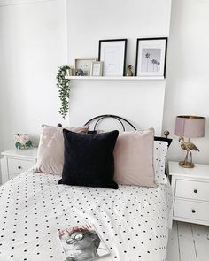 shelves in bedroom Bed Styling - shelf above bed How To Buy A Loft Bed (Bunk Bed) Bedroom Wall Decor Above Bed, Floating Shelves Bedroom, Home Decor Bedroom, Bedroom Wall Shelves, Above Headboard Decor, Simple Bedroom Decor, Bed Wall, Bedroom Ideas, Shelf Above Bed