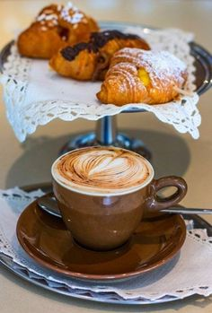Great ways to make authentic Italian coffee and understand the Italian culture of espresso cappuccino and more! Good Morning Coffee, Coffee Break, Coffee Dessert, Coffee Drinks, Iced Coffee, Homemade Quiche, Café Chocolate, Coffee Pictures, Italian Coffee